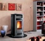 p960 thermo granulinė krosnelė p960 thermo- granulinė krosnelė su centriniu šildymu (vandens šildymas). Su rankų darbo glazūruota keramikine apdaila.
