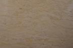 Giallo Egeo Venato marmuras Švelnių gelsvų atspalvių su horizontaliomis per plokštės ilgį einančiomis tamsesnėmis geltonomis/rusvomis gijomis. Išilgai akmens rašto pjautas (it. k.
