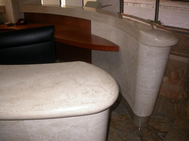 Marmurinis stalas - fragmentas