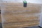 Travertino Noce pjautas neužpildytas Minimaliai apdorotas Travertino Noce - puikus pasirinkimas naujovėms atviram klientui. Dominuojantys plokščių išmatavimai 255 x 157 cm